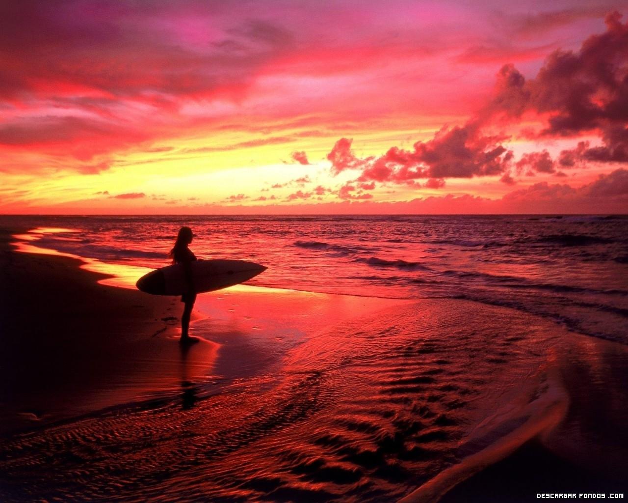 Rojo atardecer en la playa