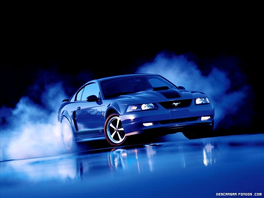 Un Ford Mustang azul