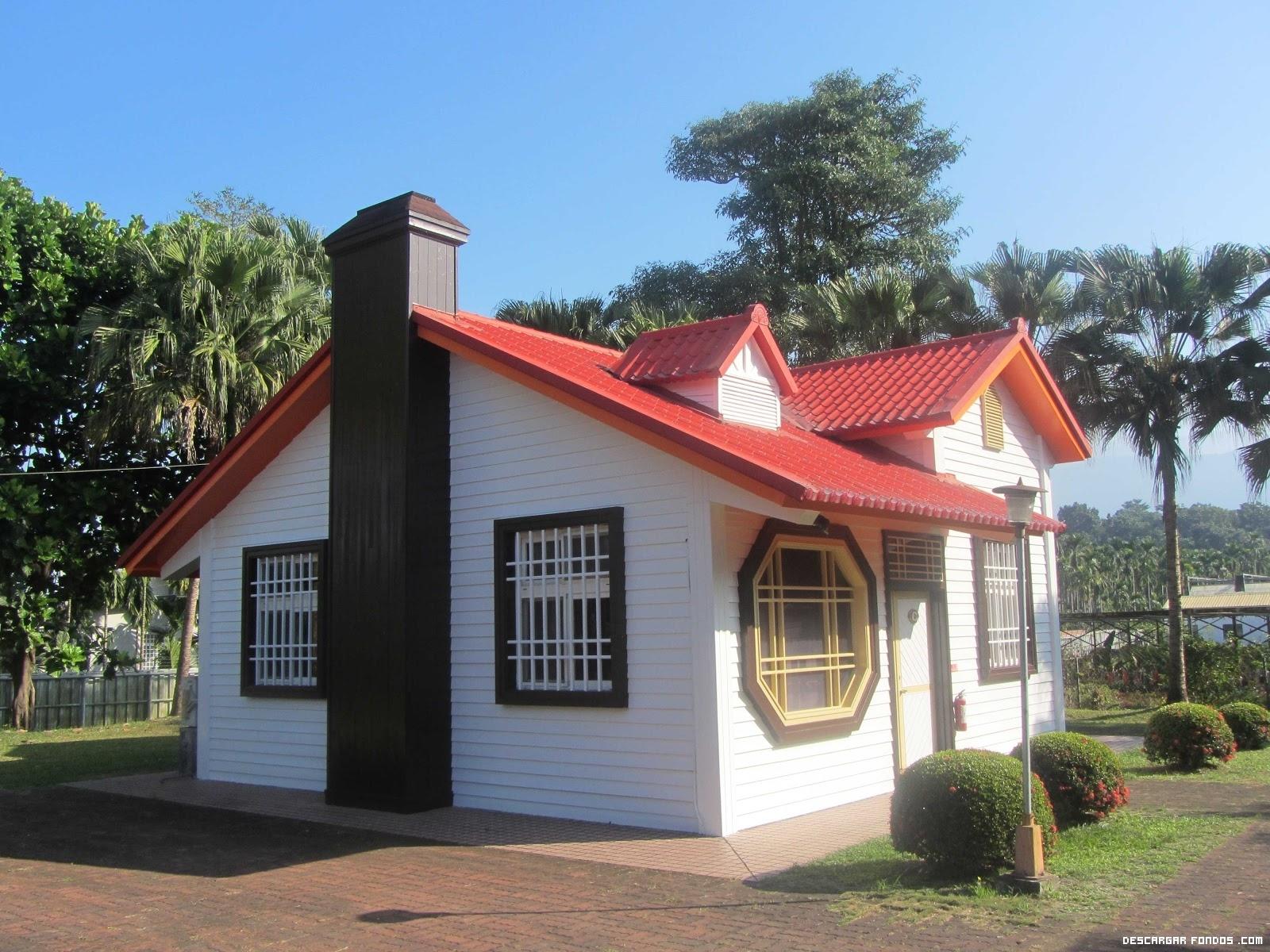 Una linda casita con techo rojo for Formas de techos para casas
