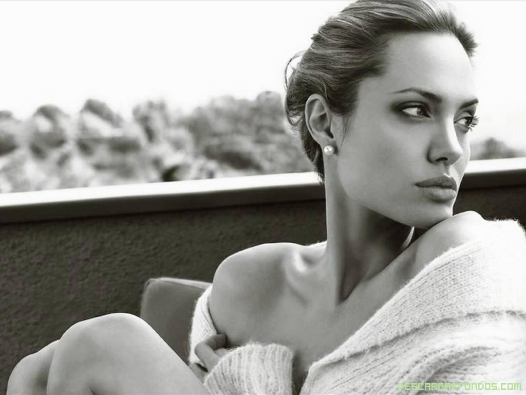 Posado de ANgelina Jolie