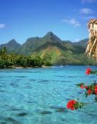 Agua cristalina y montañas