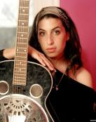 Amy Winehouse y su guitarra