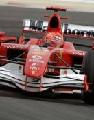 Ferrari rojo de F1 en carrera