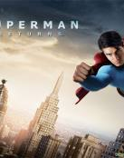Superman volando encima de la ciudad