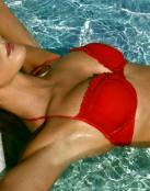 Chica sexy de bikini rojo