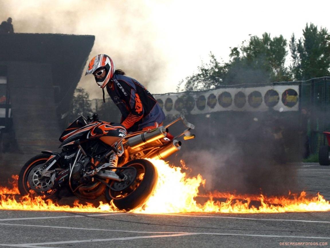 Moto-en-llamas.jpg